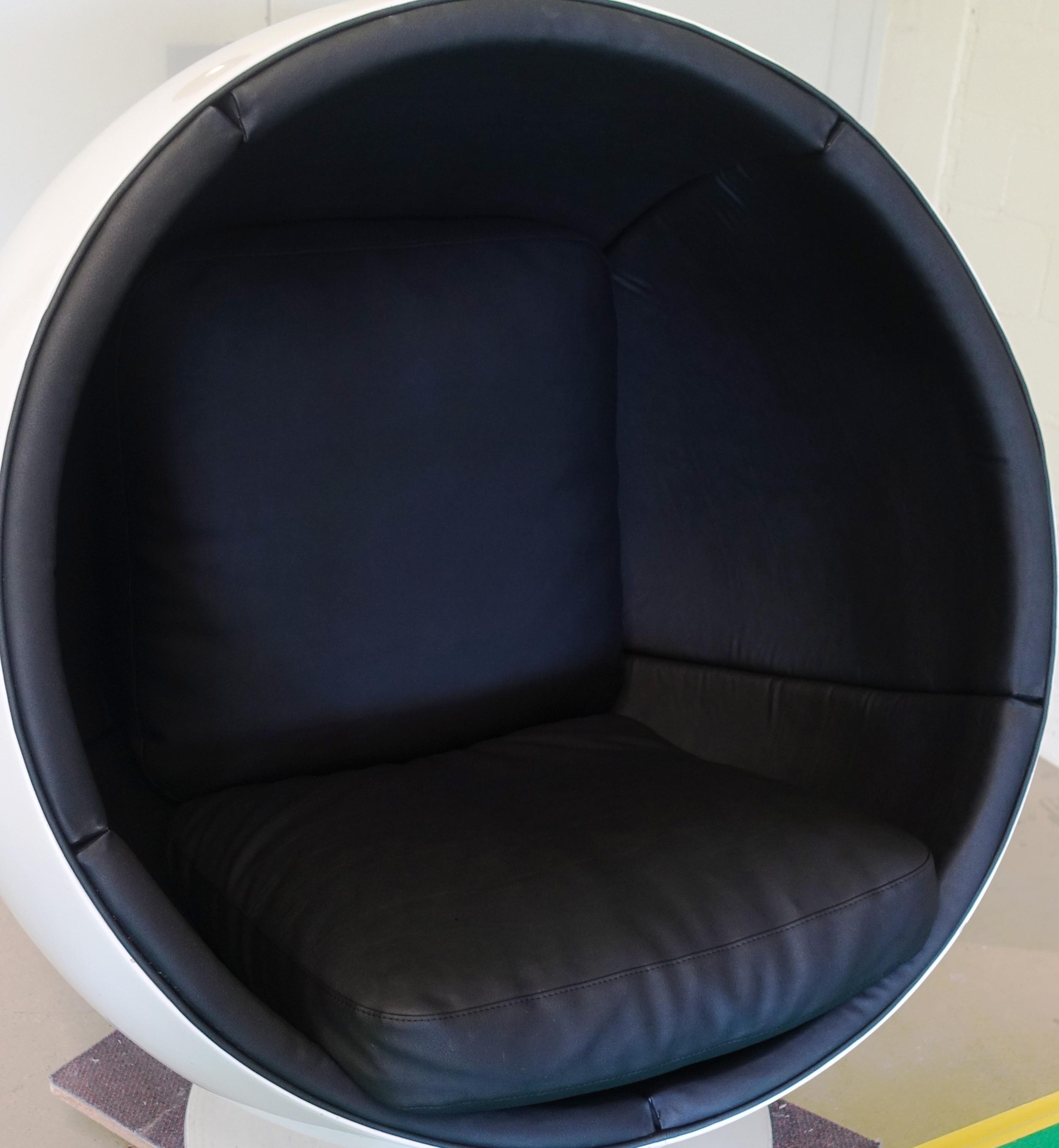 globe chair D