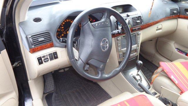 Avensis 004